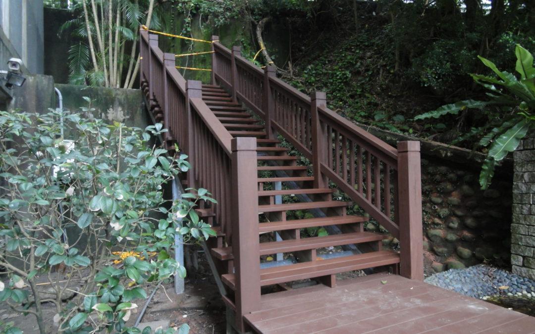 冰片木-元培館入口鋼構木造階梯欄杆