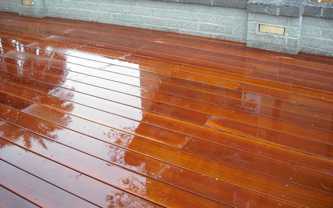 交通大學游泳館鐵木木平台