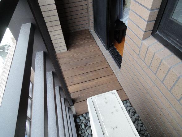 農安街私宅陽台活動式地板
